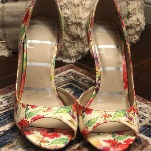 Gorgeous floral print peep toe heels. Size 10